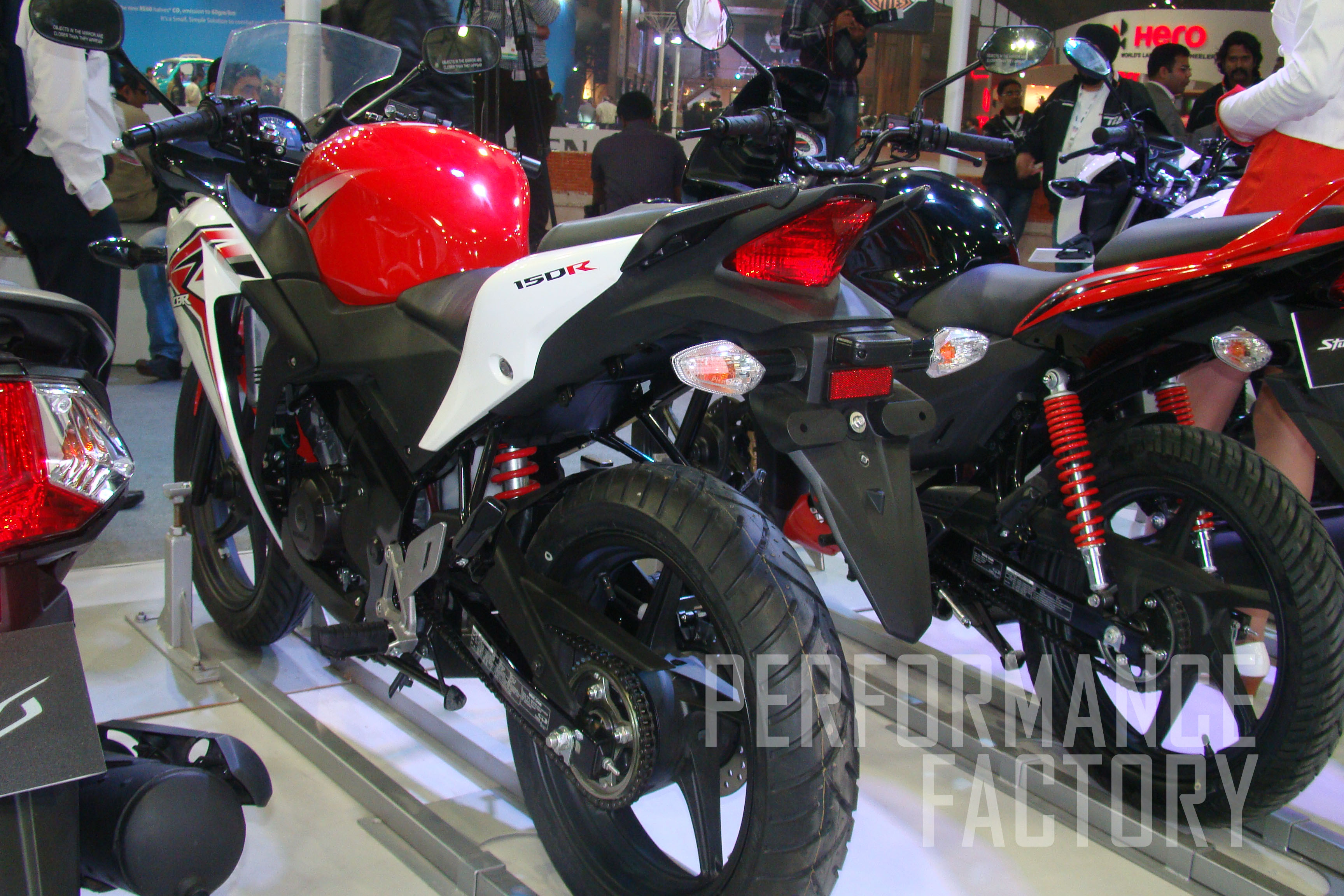 Cbr 150r has light and compact